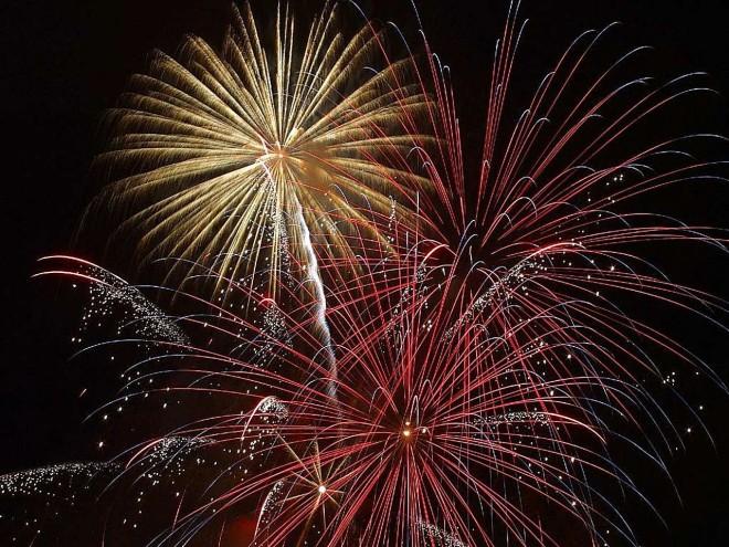 Beautiful_sky_with_fireworks